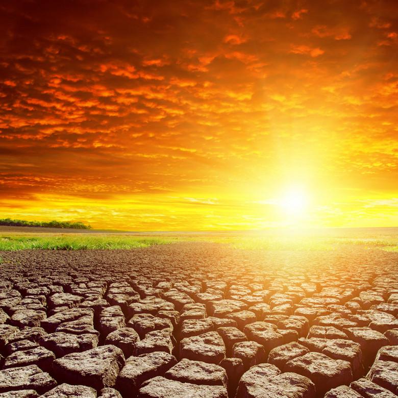 云彩夕阳干枯土地自然景观背景素材