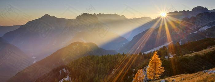 夕阳浪漫光辉背景图