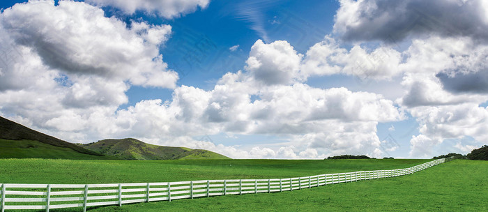 清新简约绿色大山白云背景