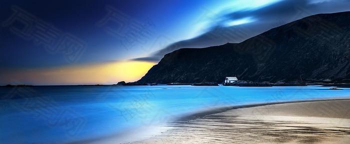 大海礁石蓝色梦幻清新背景图