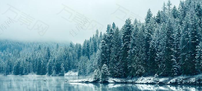 冬季雪景蓝天白云雾凇背景图